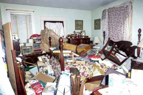 Daytona Beach home improvement ideas include de-cluttering the house in preparation for selling it.